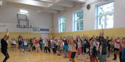 Lekcja pełna ruchu, tańca i dobrej zabawy.